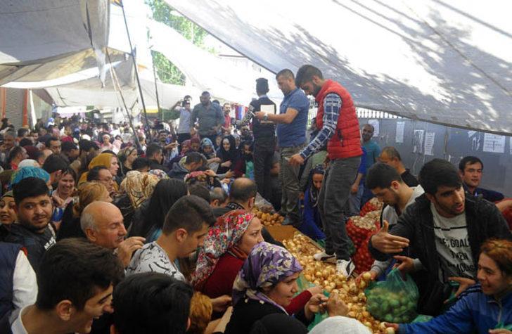 Kanatsız melek: Ramazan öncesi tüm pazarı alıp vatandaşa dağıttı