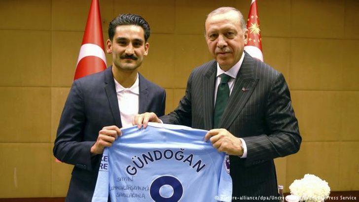 Özil ve Gündoğan'a eleştiriler sürüyor
