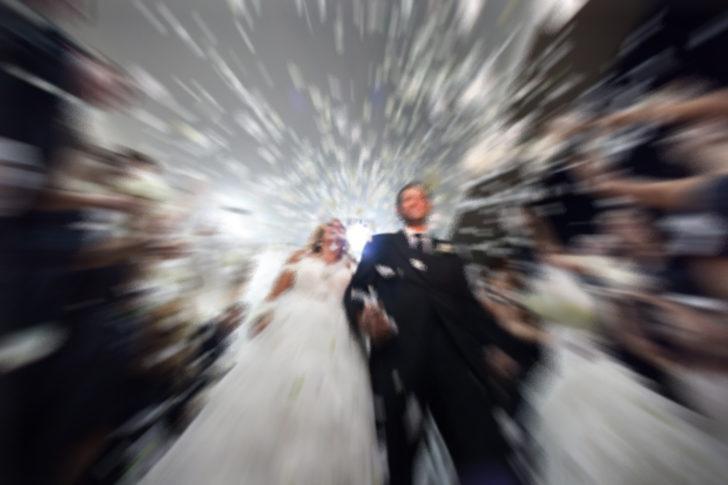 Yeni evli çifte büyük şok! Görüntülerini televizyona vermişler