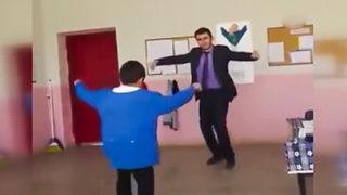 Bu öğretmen sosyal medyayı salladı!