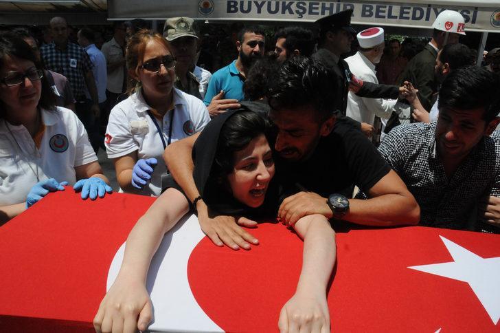Şehit Sözleşmeli Onbaşı, Adana'da gözyaşlarıyla uğurlandı