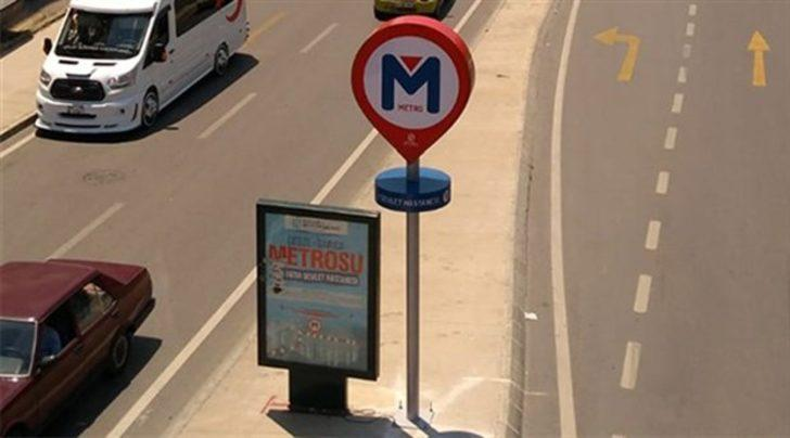 Gebze'de tartışma yaratan metro durağı tabelası! Belediye'den açıklama geldi