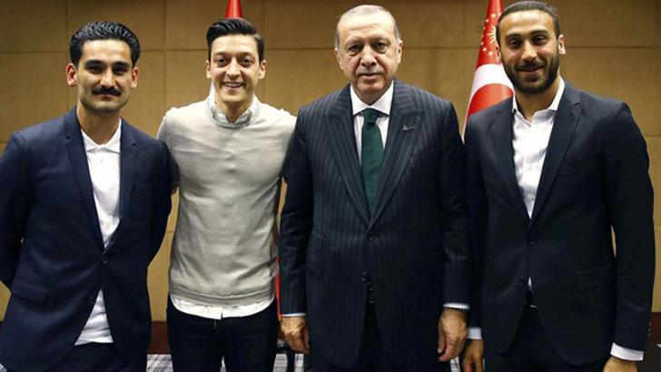 İlkay Gündoğan, Cumhurbaşkanı Erdoğan'la buluşmasına yapılan eleştirilere tepki gösterdi!