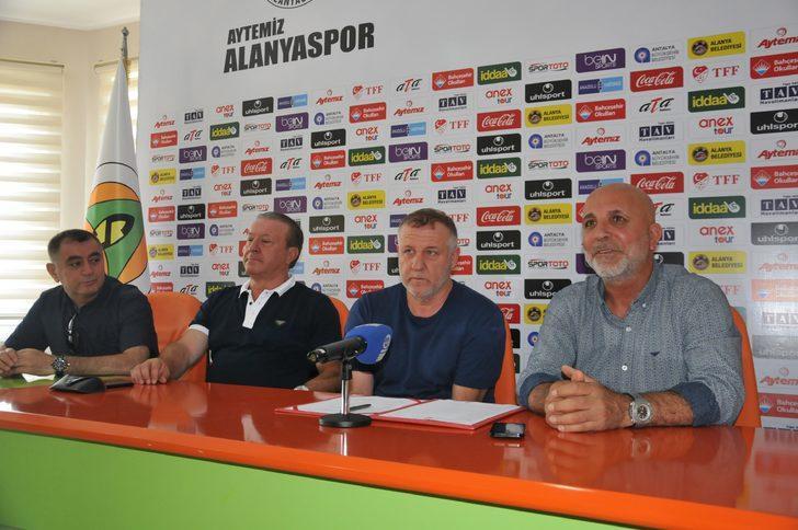Aytemiz Alanyaspor Mesut Bakkal'ın sözleşmesini 1 yıl uzattı