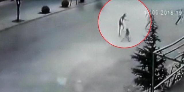 Köpekten kaçan çocuğa otomobil böyle çarptı