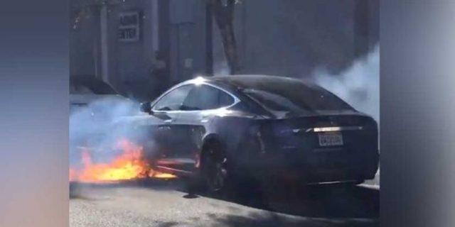 Tesla Model S yandı!