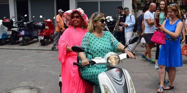 Bülent Ersoy Bodrum'u motosikletle gezdi
