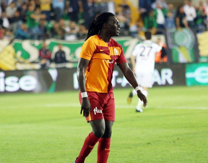 Gomis'in menajeri Mendy, Çin kulüpleriyle görüşmeleri sürdürürken Gomis'e yıllık 7 milyon Euro teklif edildiği öğrenildi.