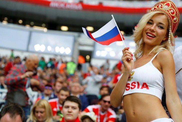 Burger King'in Rusya şubesi, kadınlara Dünya Kupası için Rusya'da bulunan futbolculardan hamile kalmaları çağrısında bulunduğu reklam kampanyası nedeniyle infial yarattı.