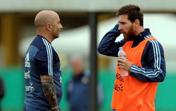 Arjantinli futbolcular Sampaoli'yi odaya almadı