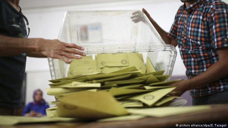 """Türkiye'de yerel seçimler: """"Her yerden sahte seçmen fışkırıyor"""""""