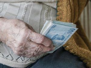 Yaşlıya en az 1000 lira maaş verilecek