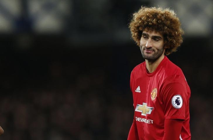Marouane Fellaini Manchester United ile 2 yıllık yeni sözleşme imzaladı!