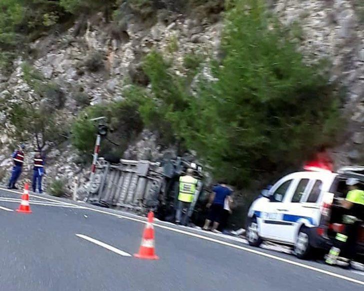 Sakar Geçidi'nde kaza: 6'sı çocuk 20 yaralı