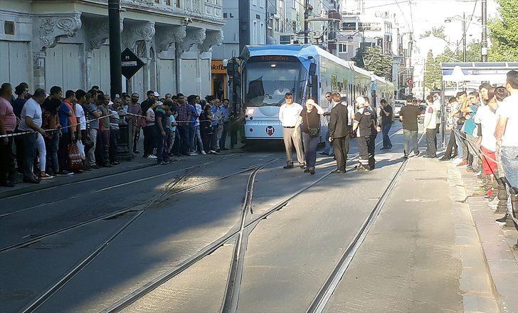 Sultanahmet'te tramvay raydan çıktı!