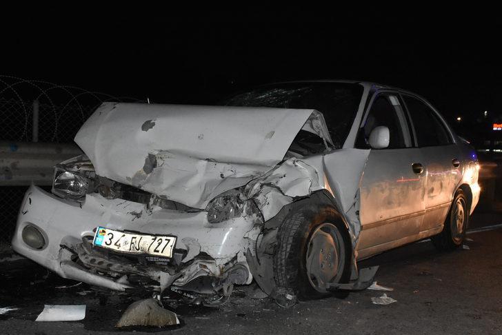 Sancaktepe'de iki otomobil çarpıştı: 7 yaralı