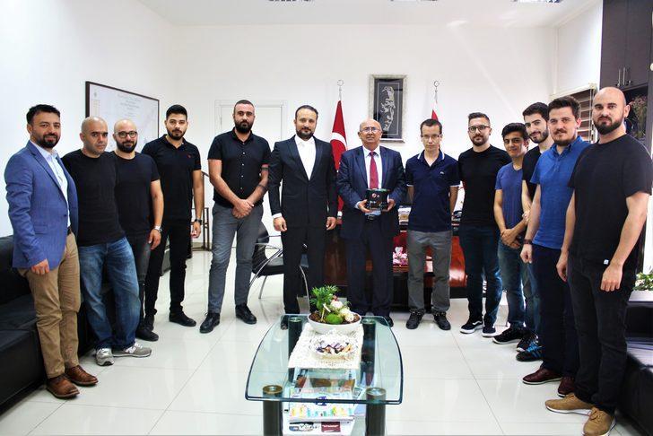 Dünya şampiyonu robot futbol takımı Milli Eğitim Bakanı Özyiğit'i ziyaret etti