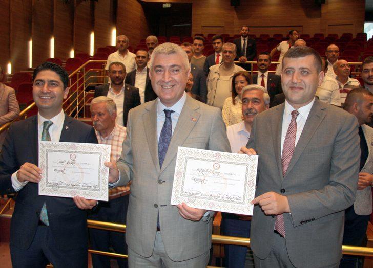 MHP'li Özdemir ve Ersoy ile İYİ Partili Ataş mazbatalarını aldı