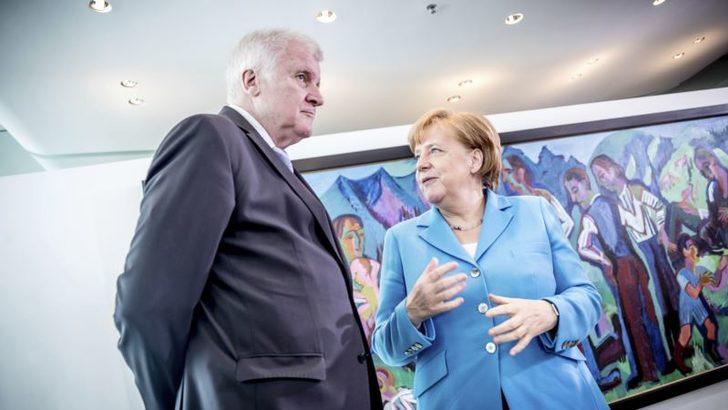 Merkel Hükümetinin İstifası Son Anda Engellendi