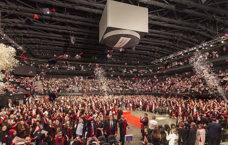 Kadir Has Üniversitesi'nde mezuniyet coşkusu yaşandı