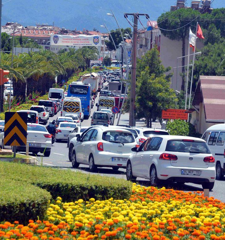 Seçim ve sınavlar bitti, tatilciler Marmaris'e akın ediyor