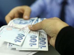 Milyonlarca emeklinin Ocak zammı netleşmeye başladı. 3 aylık enflasyona göre SSK ve Bağ-Kur emeklilerinin Ocak zammı yüzde 9.34 oldu. Yani şimdiden maaşlarda 95 ile 456 lira arasında artış göründü.