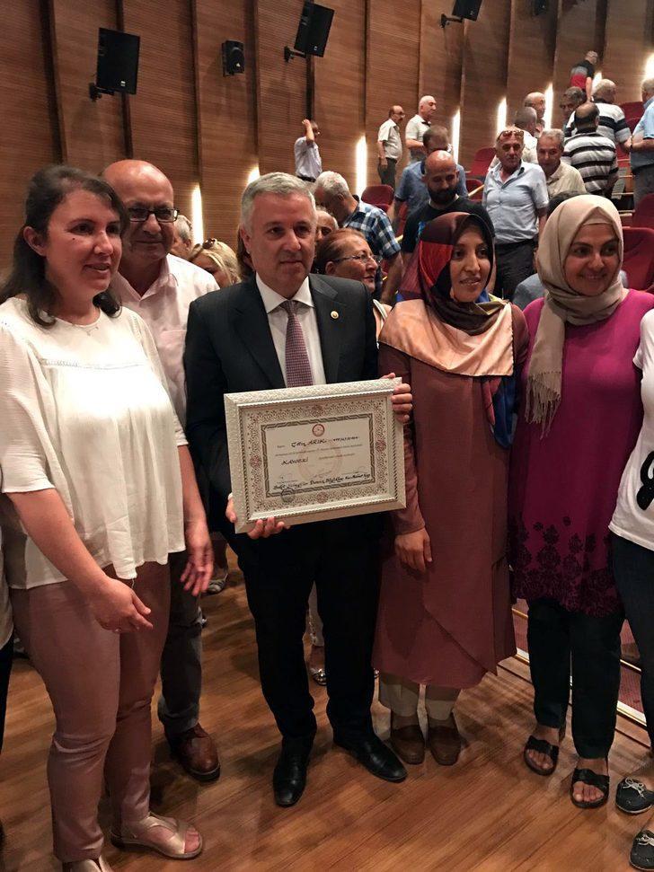 Kayseri'de CHP milletvekili Arık mazbatasını aldı