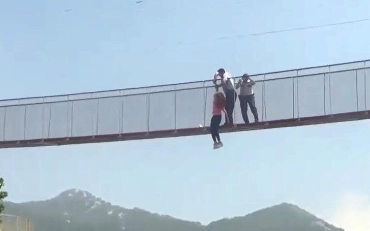 Köprüden atladı, polis havada yakaladı