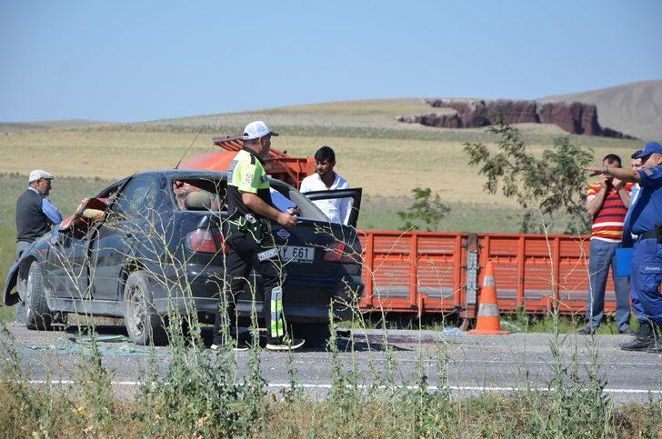 Otomobil takla attı; sürücü ve eşi öldü