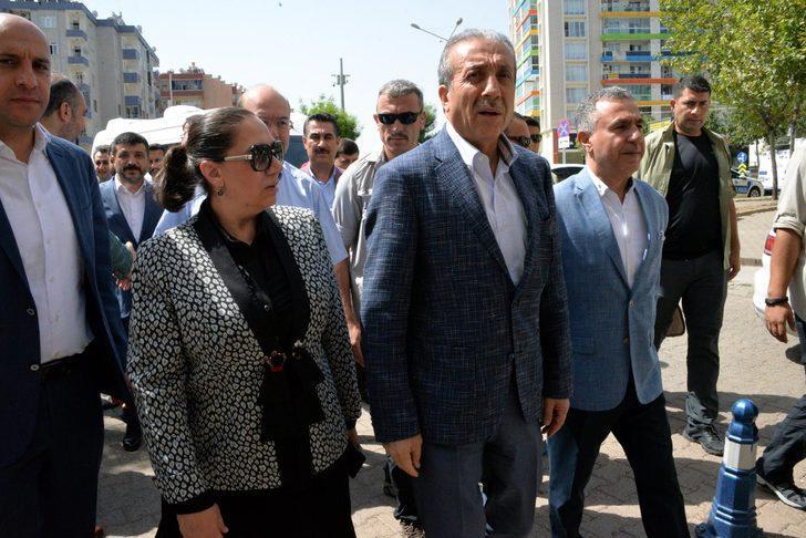 AK Parti'nin Diyarbakır'dan seçilen 3 milletvekili mazbatasını aldı