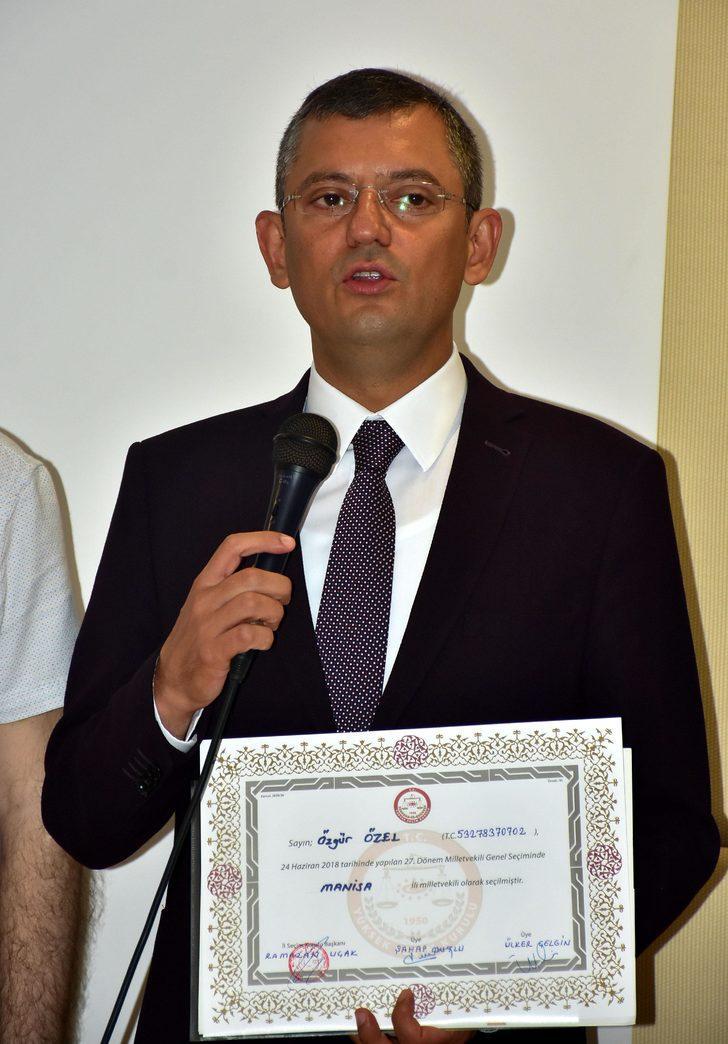 Mazbatasını alan CHP'li Özel'den parti içi değişim açıklaması