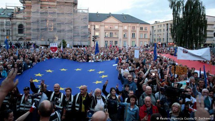 Polonya'da Yüksek Mahkeme Başkanı'na destek eylemi