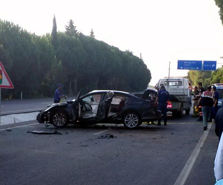 Otomobil yol kenarındaki ağaca çarptı: 2 ölü, 1 yaralı