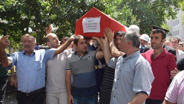 Tekirdağ'ın Çorlu ilçesindeki Şehit Astsubay İsa Boztoprak'ın cenazesinde skandal olay!