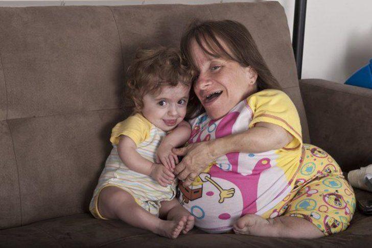Dünyanın en kısa annesi (70 santimetre)