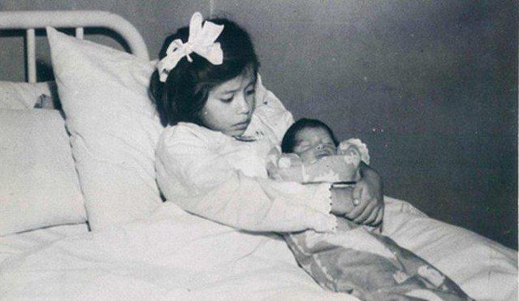 Dünyanın en genç annesi (5 yaşında)