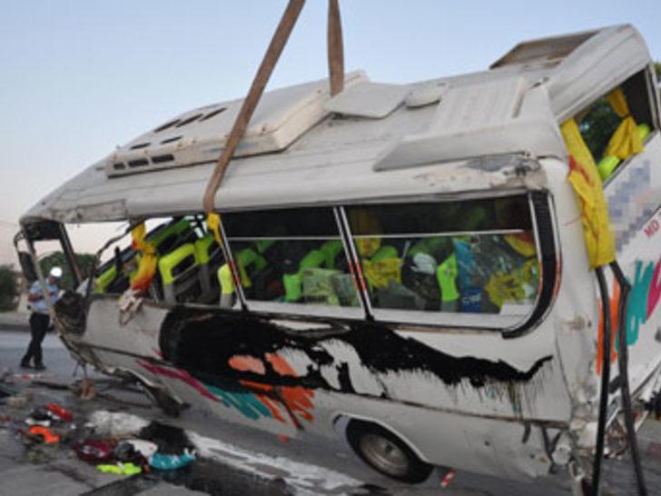 Turgutlu'da kaza: 2 ölü, 22 yaralı