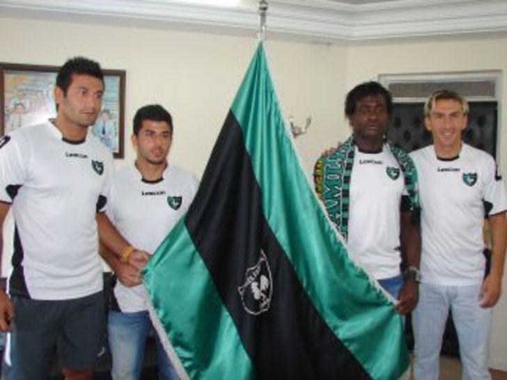 Denizlispor dört futbolcuyla daha sözleşme imzaladı