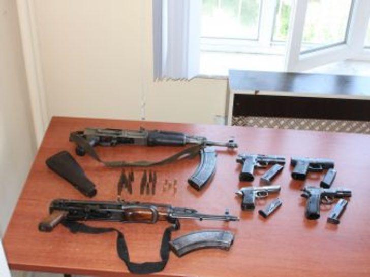 Ağrı'daki eylemlerde kullanılacak silahlar ele geçirildi