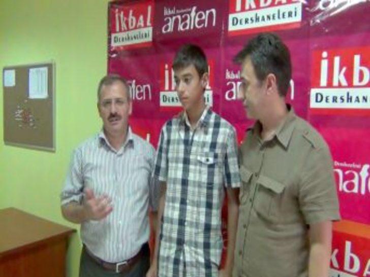 İkbal Anafen Dershanesi başarılı öğrencisini bilgisayarla ödüllendirdi
