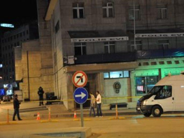Polis Evi'nin önündeki şüpheli paketten elbise çıktı