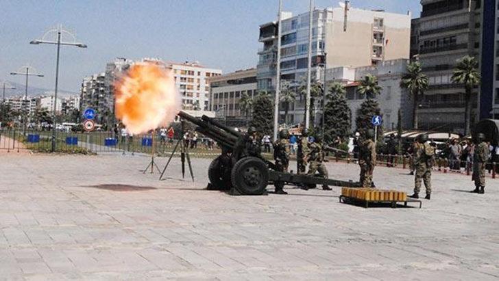 İzmir'de Cumhurbaşkanı Erdoğan için 101 pare top atışı yapıldı!