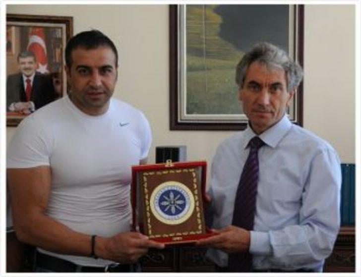 Şampiyon Halis Avşar baba ocağında