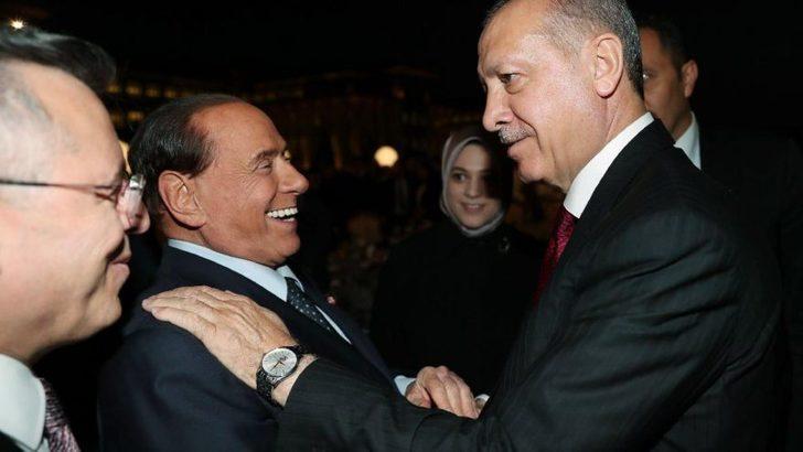 Silvio Berlusconi Cumhurbaşkanı Erdoğan'ın göreve başlama törenine katıldı! Yeni görüntüsüyle olay yarattı