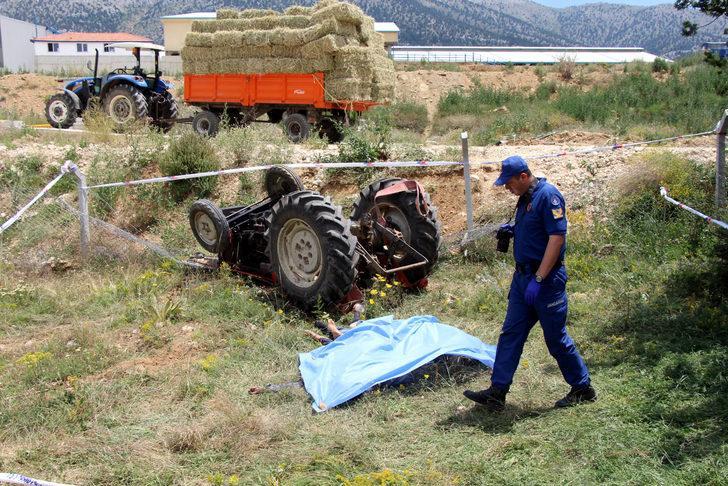 Traktör devrildi, 1'i Afgan 2 kişi öldü