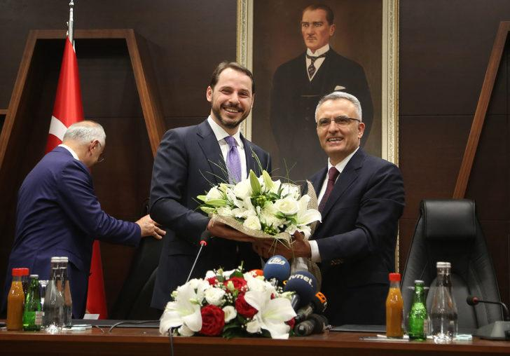 Hazine ve Maliye Bakanı Albayrak'tan çiçek esprisi
