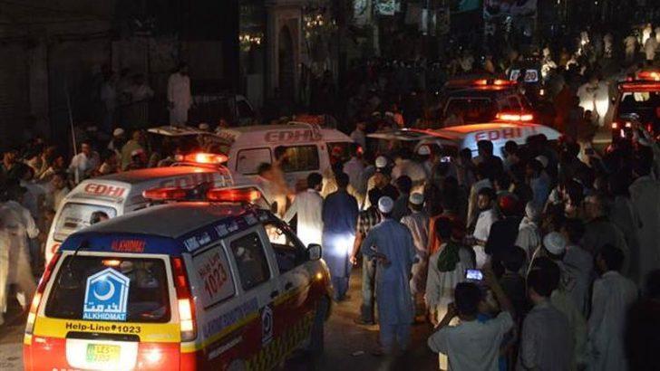 Pakistan'da mitinge canlı bomba saldırısı: 12 ölü