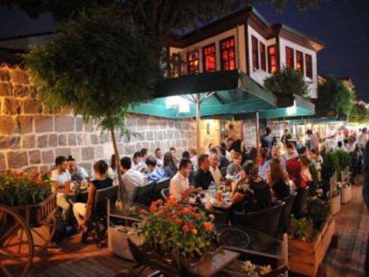 Ankaralılar Ramazan'ın Ruhunu Hamamönü'nde Yaşıyor