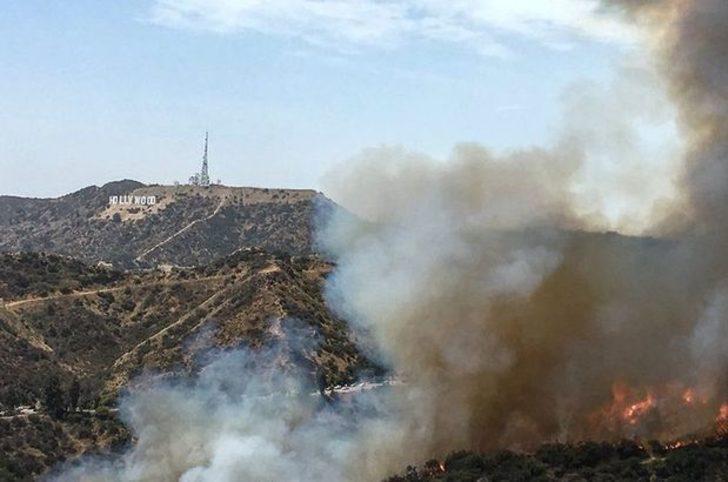 Hollywood tabelasının bulunduğu Griffith Park'ta yangın çıktı
