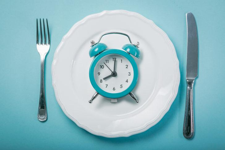 Aralıklı oruç nedir? (Intermittent Fasting)